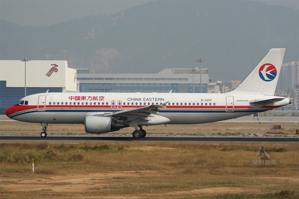 Re:[原创]【深圳打机队】把自己拍过的东航飞机做个小小的总结,欢迎大家按一楼没有出现的飞机编号跟图,我们一起来完善东航飞机系列图! AIRBUS A320-200 B-2219 中国深圳宝安机场