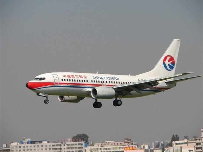 Re:[原创]【深圳打机队】把自己拍过的东航飞机做个小小的总结,欢迎大家按一楼和看图指南里没有出现的飞机编号跟图,我们一起来完善东航飞机系列图! BOEING 737-700 B-5094 KMG