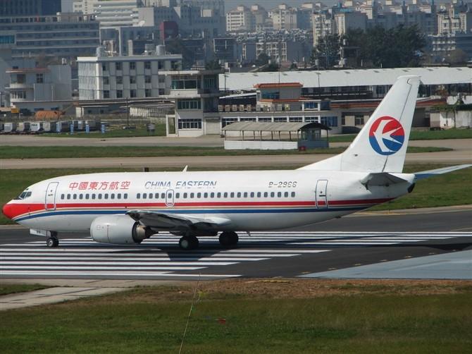 Re:[原创]【深圳打机队】把自己拍过的东航飞机做个小小的总结,欢迎大家按一楼和看图指南里没有出现的飞机编号跟图,我们一起来完善东航飞机系列图! BOEING 737-300 B-2966 KMG