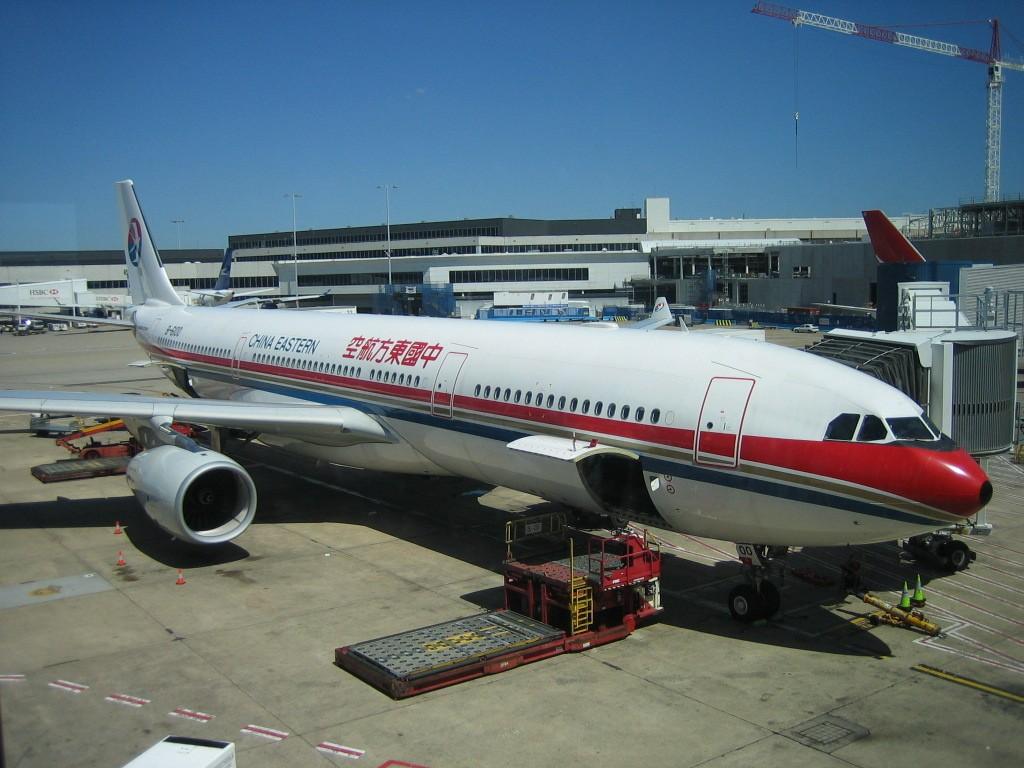 Re:[原创]【深圳打机队】把自己拍过的东航飞机做个小小的总结,欢迎大家按一楼和看图指南里没有出现的飞机编号跟图,我们一起来完善东航飞机系列图! AIRBUS A330-300 B-6100 悉尼机场