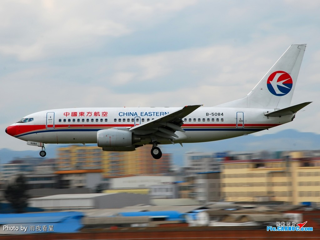 Re:[原创]【深圳打机队】把自己拍过的东航飞机做个小小的总结,欢迎大家按一楼和看图指南里没有出现的飞机编号跟图,我们一起来完善东航飞机系列图! BOEING 737-700 B-5084 中国昆明巫家坝机场