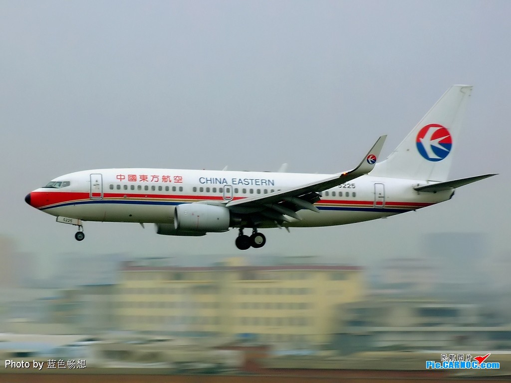 Re:[原创]【深圳打机队】把自己拍过的东航飞机做个小小的总结,欢迎大家按一楼和看图指南里没有出现的飞机编号跟图,我们一起来完善东航飞机系列图! BOEING 737-700 B-5225 中国昆明巫家坝机场