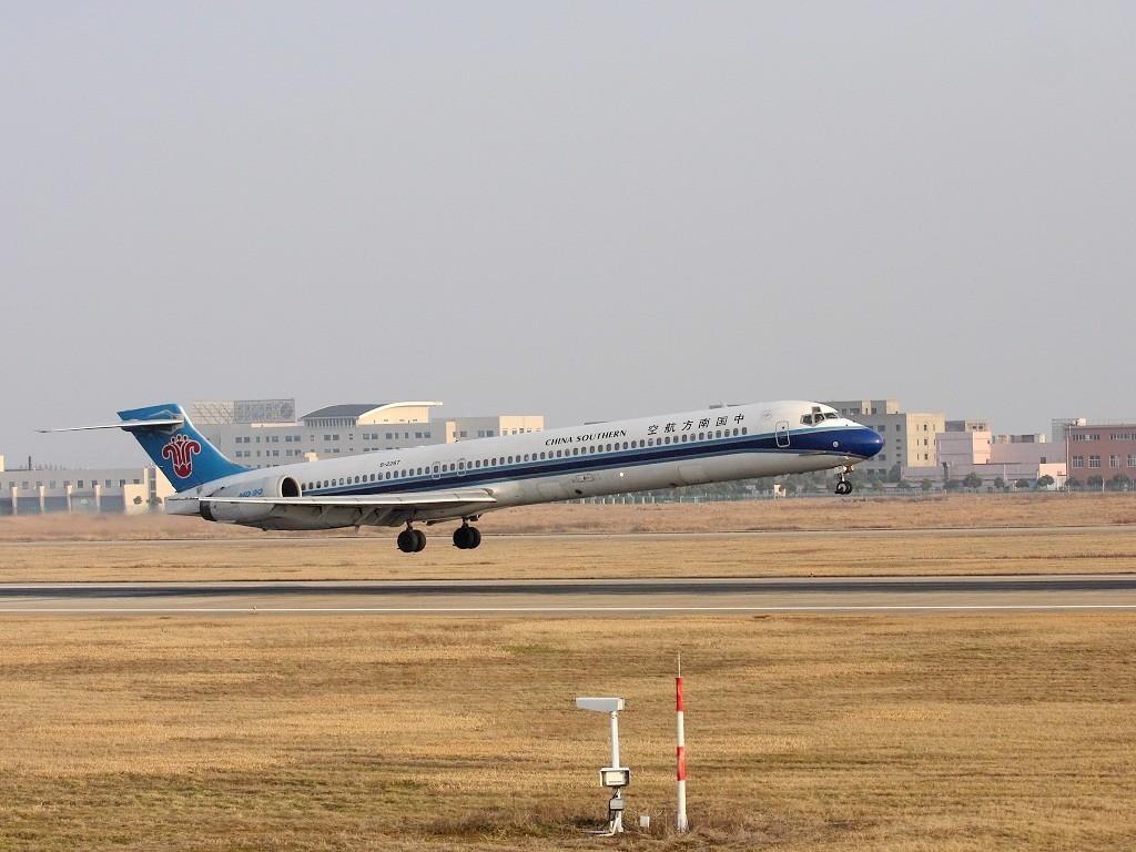 Re:[原创]昨儿天其实不好,NKG美男子 MCDONNELL DOUGLAS MD-90 B-2267 中国南京禄口机场