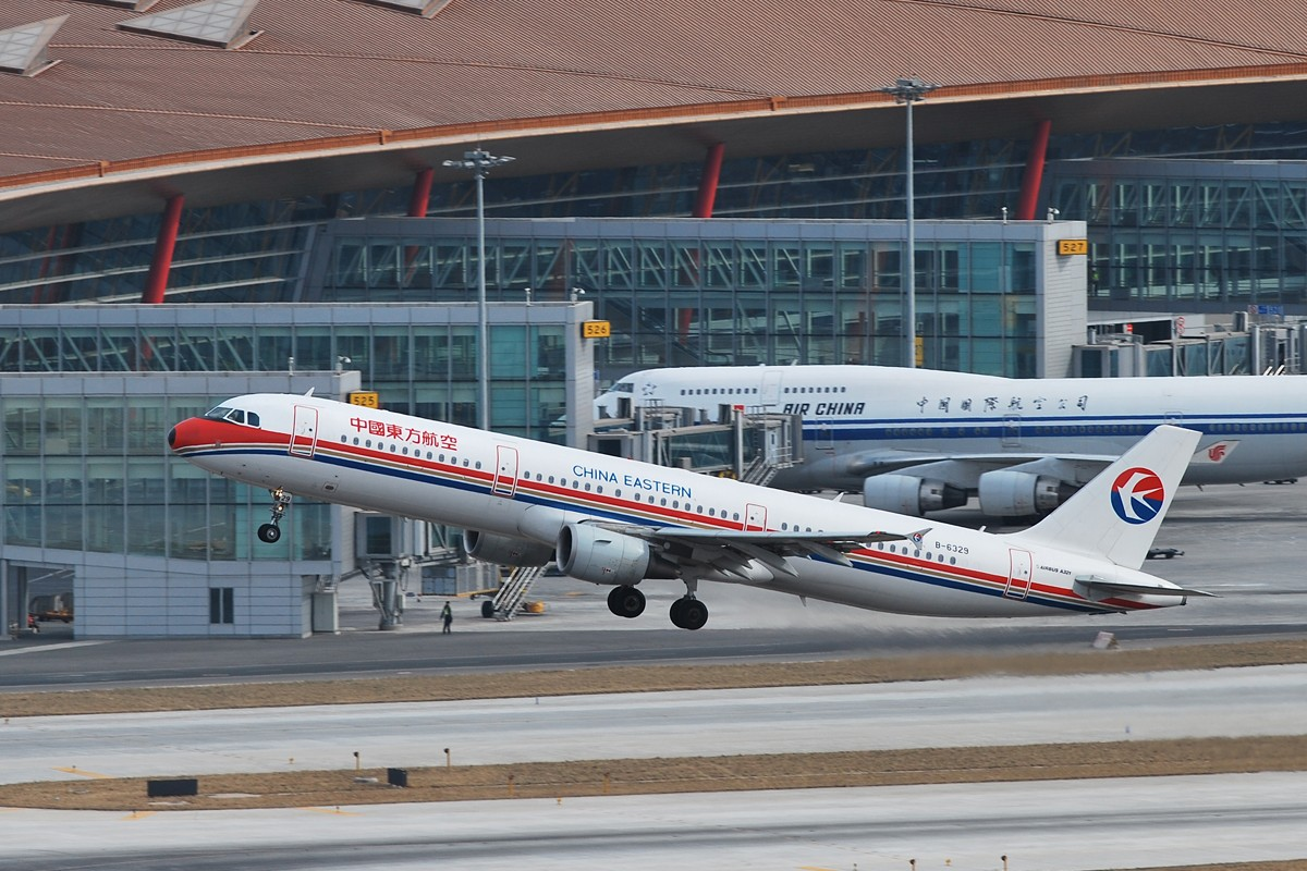 Re:[原创]【深圳打机队】把自己拍过的东航飞机做个小小的总结,欢迎大家按一楼和看图指南里没有出现的飞机编号跟图,我们一起来完善东航飞机系列图! AIRBUS A321-200 B-6329 中国北京首都机场