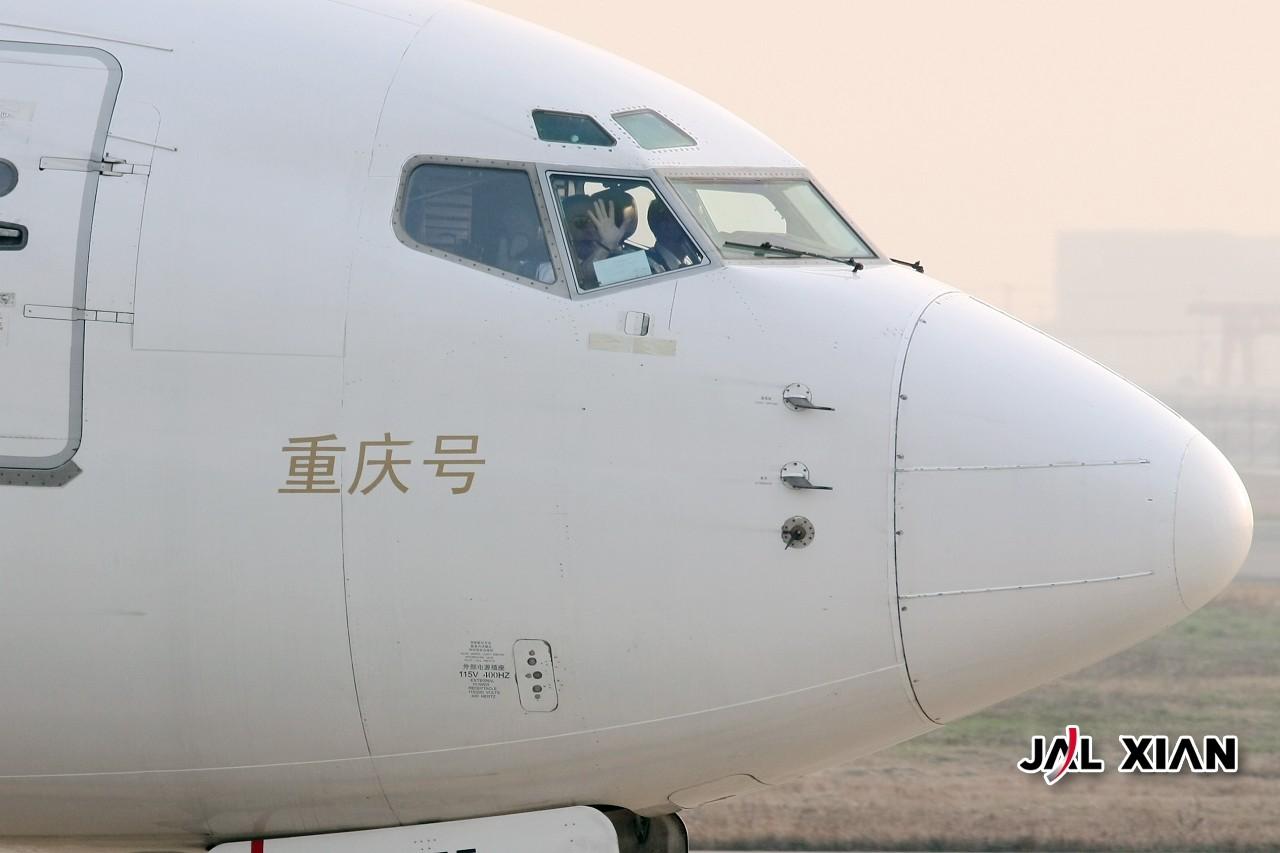 Re:[原创]『JAL XIAN与飞机系列』我在虹桥的一天.2月12号更新 HARBIN AIRCRAFT INDUSTRY Z-9  中国上海虹桥机场  飞行员