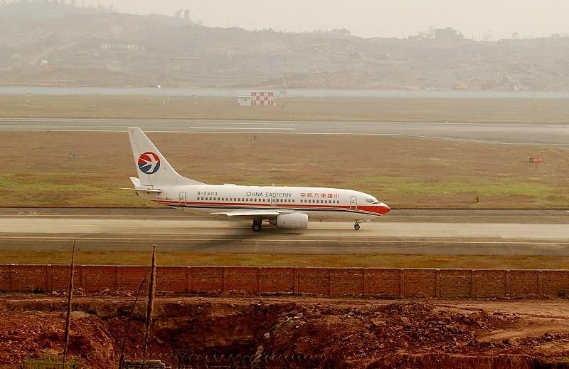 Re:[原创]【深圳打机队】把自己拍过的东航飞机做个小小的总结,欢迎大家按一楼和看图指南里没有出现的飞机编号跟图,我们一起来完善东航飞机系列图! BOEING 737-700 B-2503 中国重庆江北机场