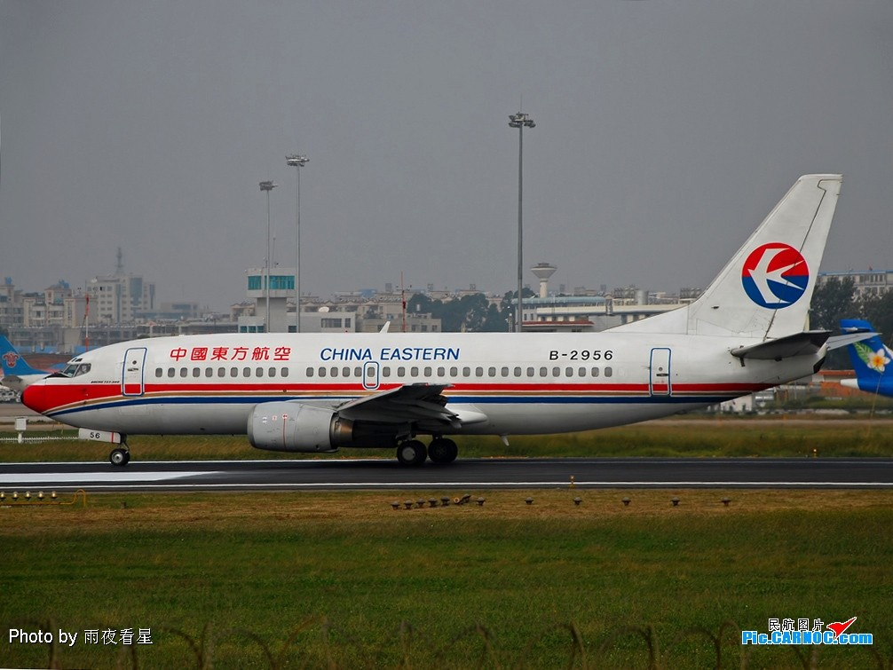 Re:[原创]【深圳打机队】把自己拍过的东航飞机做个小小的总结,欢迎大家按一楼和看图指南里没有出现的飞机编号跟图,我们一起来完善东航飞机系列图! BOEING 737-300 B-2956 中国昆明巫家坝机场
