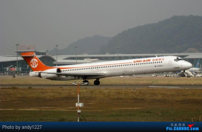 Re:[原创]【2.18-SZX】【蝴蝶兰、南航777、B-2499等...】 MCDONNELL DOUGLAS MD-90 B-17911 中国深圳宝安机场