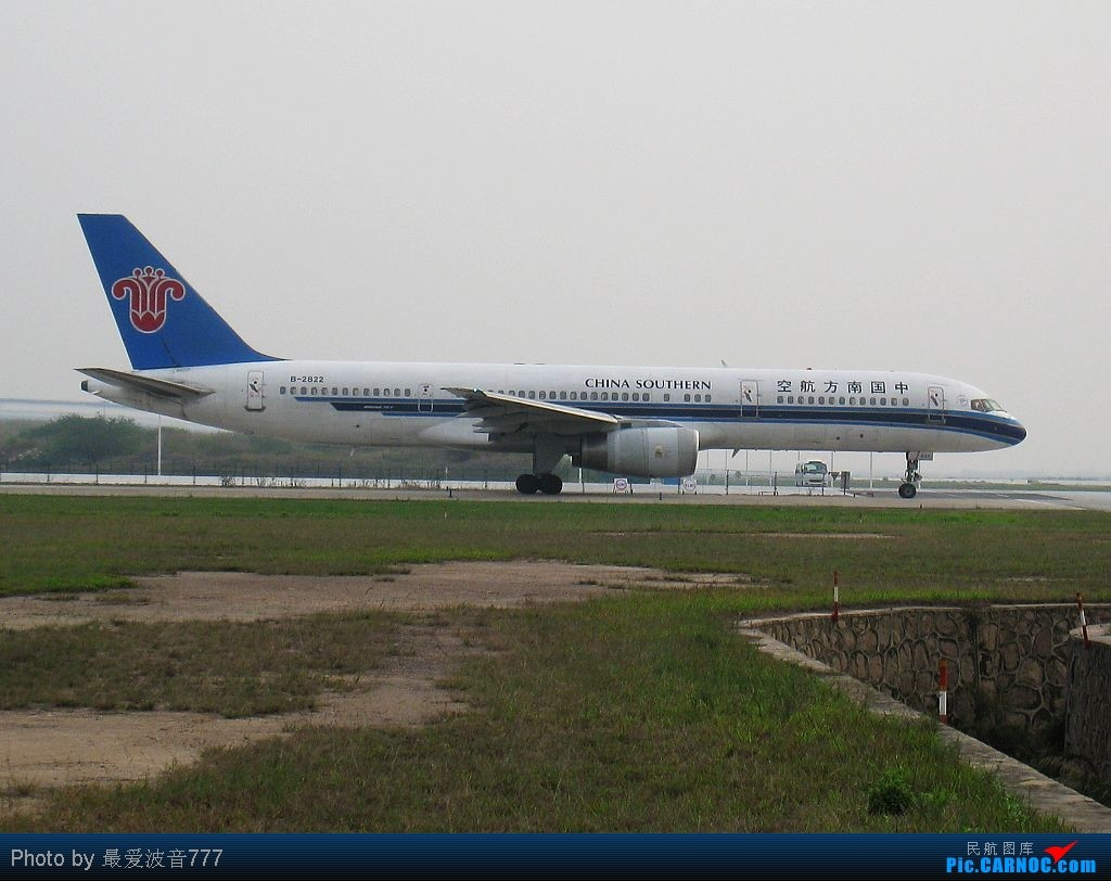 Re:[原创]补发3-22新白云的一些图片(关键词:彩绘,花机,以及国航稀客) BOEING 757-200 B-2822 中国广州白云机场