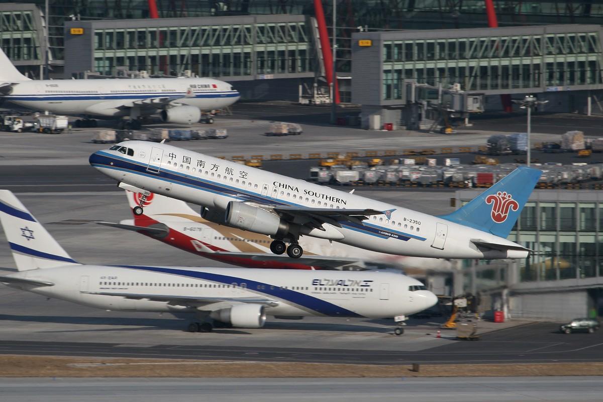 Re:[原创]【CASG】遵照HDZHOU老大的命令,20张图完成本月的任务^_^ AIRBUS A320-200 B-2350 中国北京首都机场
