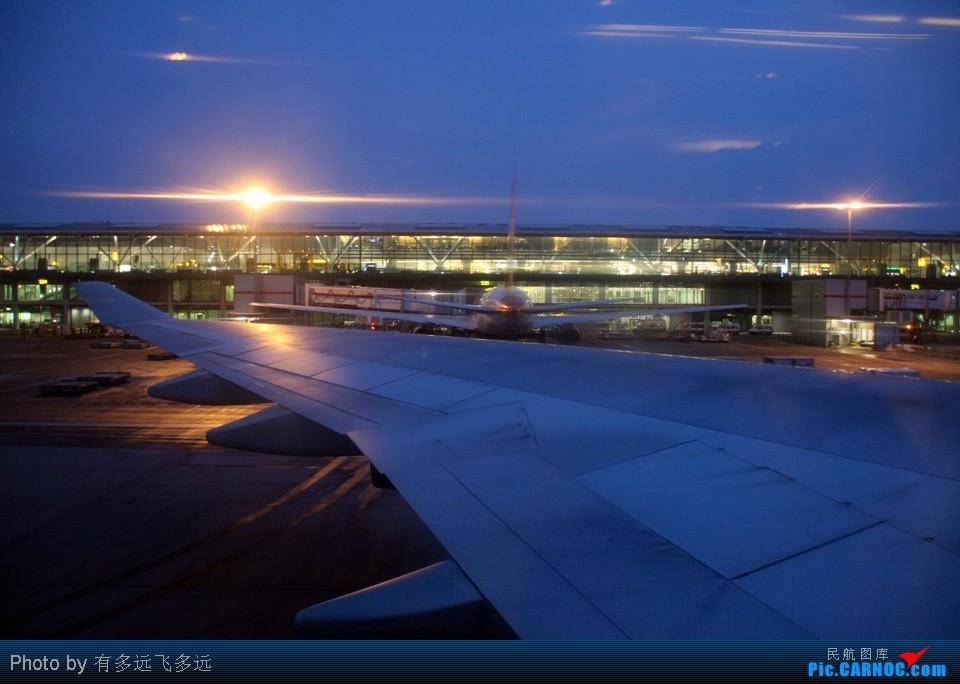 北京/由于等一位乘客,我们的航班延误了45分钟,此时天已经完全黑了...