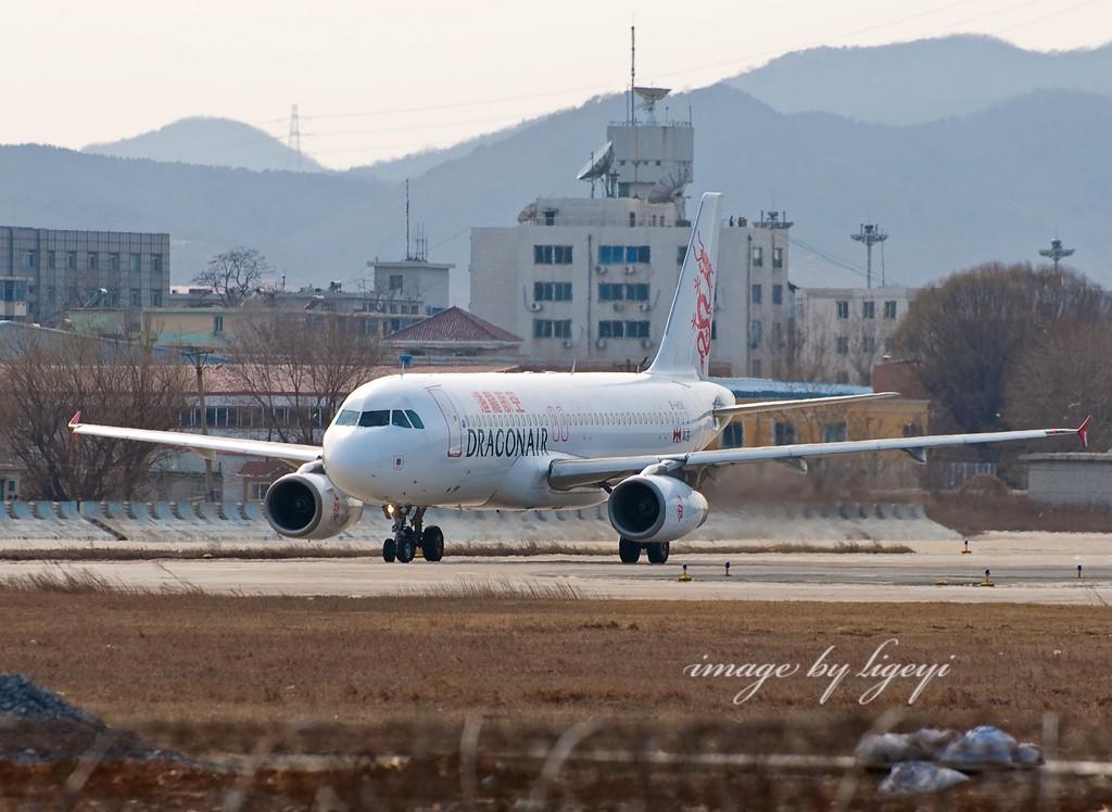 Re:[原创]飞机图片可否这样拍?烟台归来没图可发了...附带海上拍的飞机和冷饭 AIRBUS A320-200 B-HSK 中国大连周水子机场