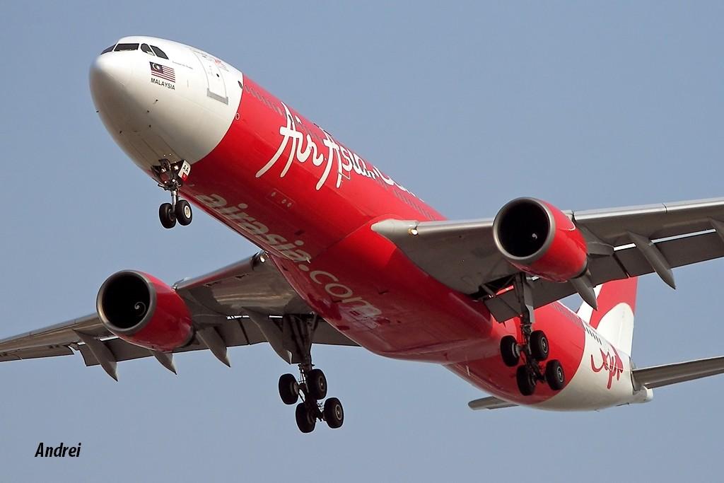 [原创]滨海天空那一抹性感的红肚兜! AIRBUS A330-300 9M-XAA 中国天津滨海机场