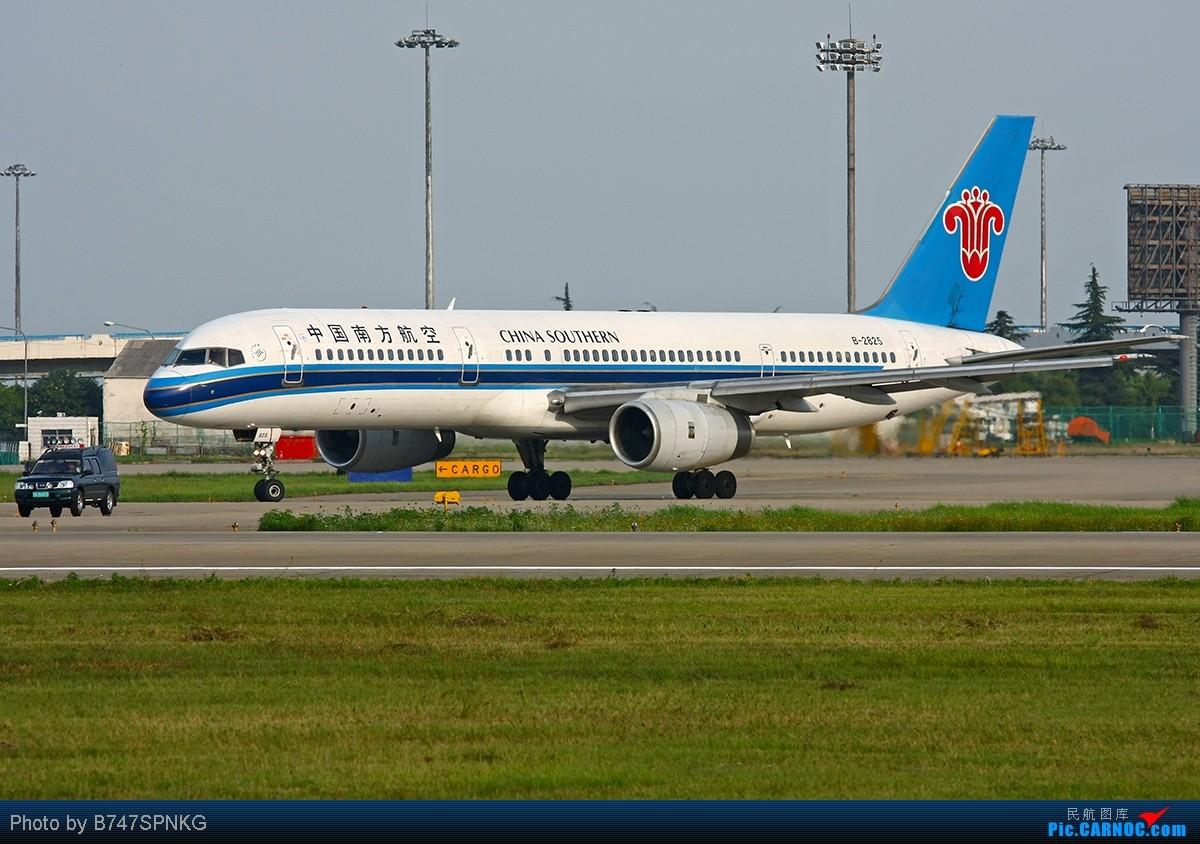 """Re:[原创]【NKG】天热了,凉拌""""白菜""""----两小时搞定八棵! BOEING 757-200 B-2825 中国南京禄口机场"""