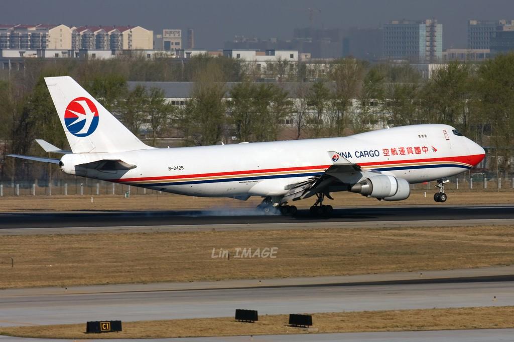 [原创]<老林制造>懒洋洋的天里发晒太阳的744 BOEING 747-400F B-2425 中国北京首都机场