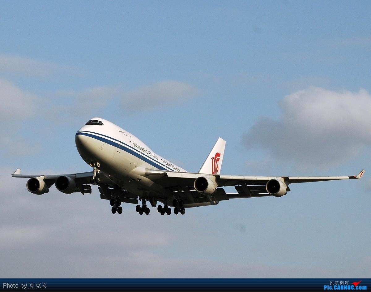 [原创]嘎嘎新的国航卡狗在~~~~TSN~~~~训练,嘎嘎新的新人一周内第三次奔赴机场!!打飞机真上瘾~哈哈~~~ BOEING 747-400 B-2456 中国天津滨海机场
