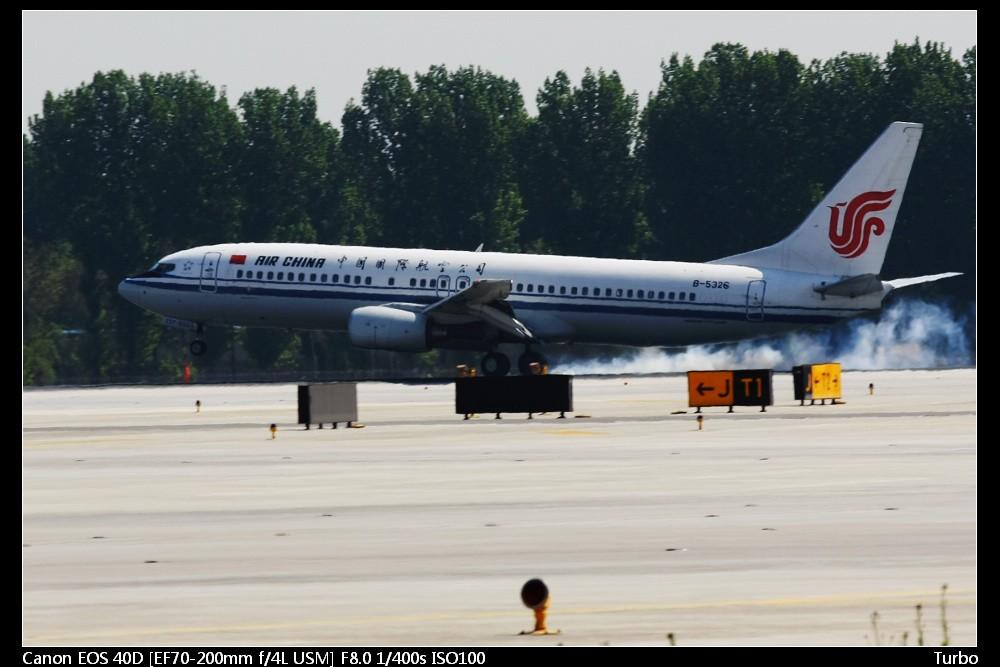 Re:[原创]注册以来第一次拍机发帖,拍的不好多多指教+包涵 BOEING 737-800 B-5326 中国北京首都机场