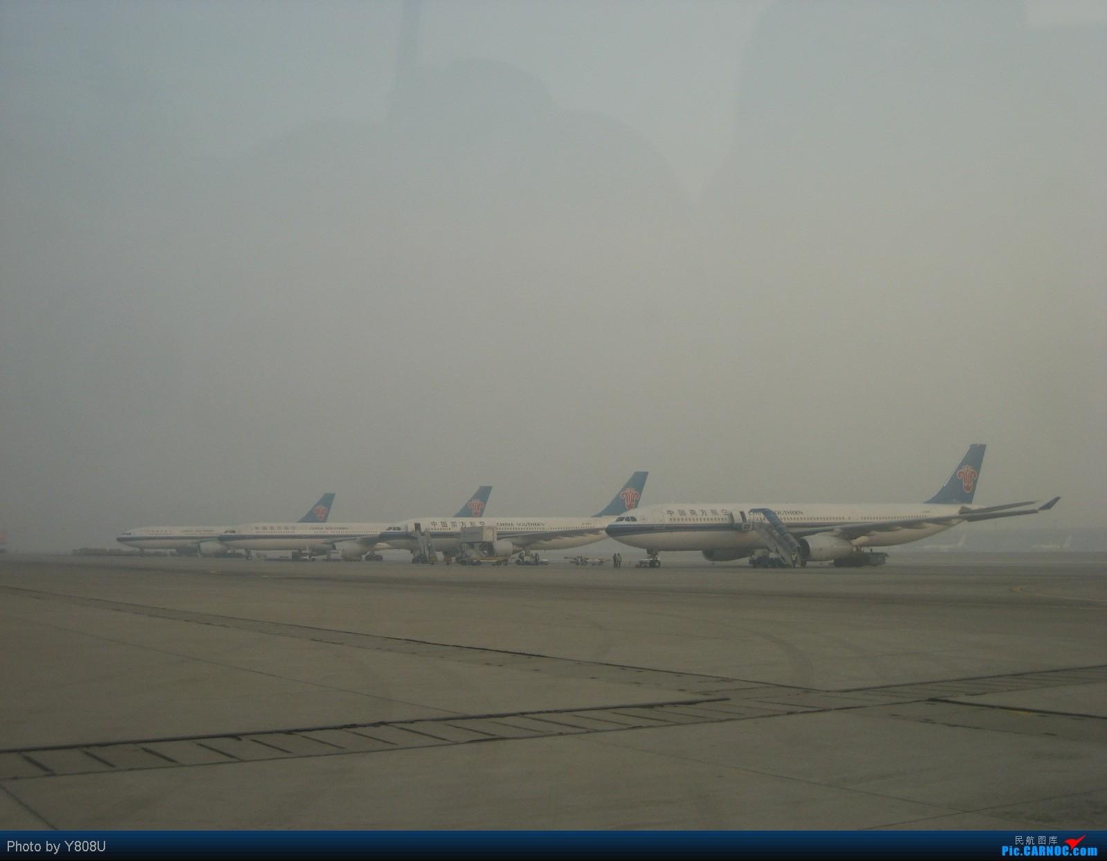 Re:[原创]首都机场同一个镜头里出现两架346,这个可以有 AIRBUS A330  PEK