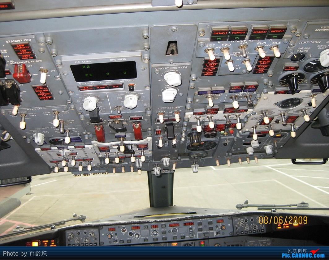 重庆���izd�b��b�_波音737客机驾驶室 [实拍] boeing 737-700 b-2613 中国重庆江北机场
