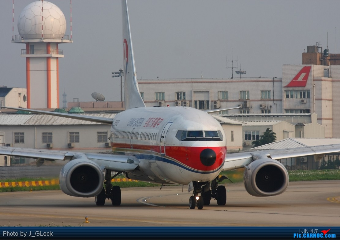 Re:[原创]★ 看一次 少一次 的位置 ★ BOEING 737-700 B-5033 中国上海虹桥机场