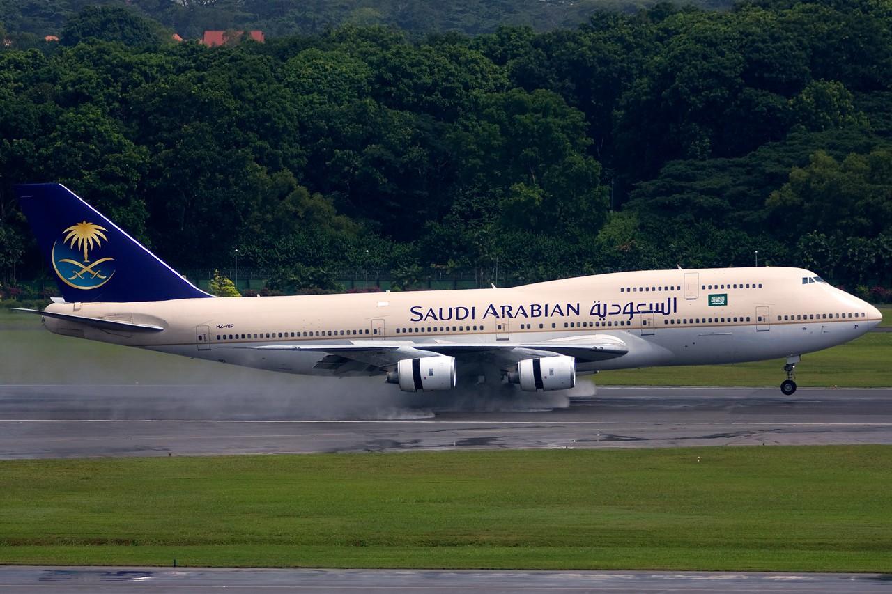 Re:[原创]没有主题,杂图一大堆(内附新航空姐照片) BOEING B747-300 HZ-AIP singapore changiairport