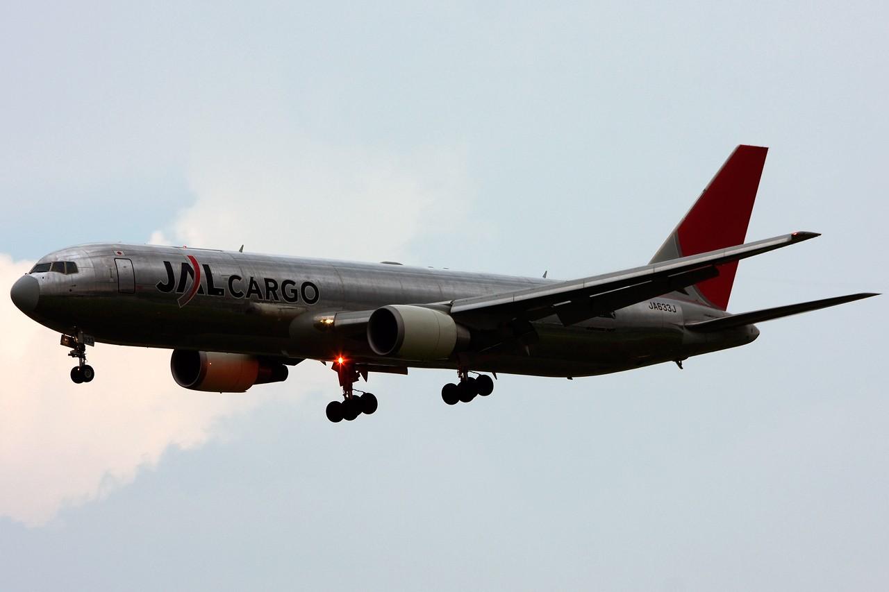 Re:[原创]没有主题,杂图一大堆(内附新航空姐照片) BOEING 767-300 JA633J Singapore SINGAPORE CHANGI