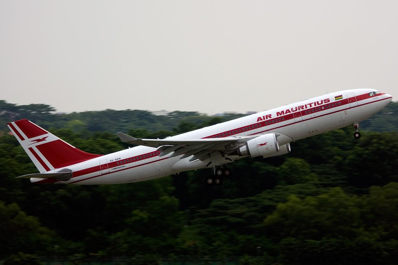 Re:[原创]没有主题,杂图一大堆(内附新航空姐照片) AIRBUS A330-200 3B-NBM Singapore SINGAPORE CHANGI