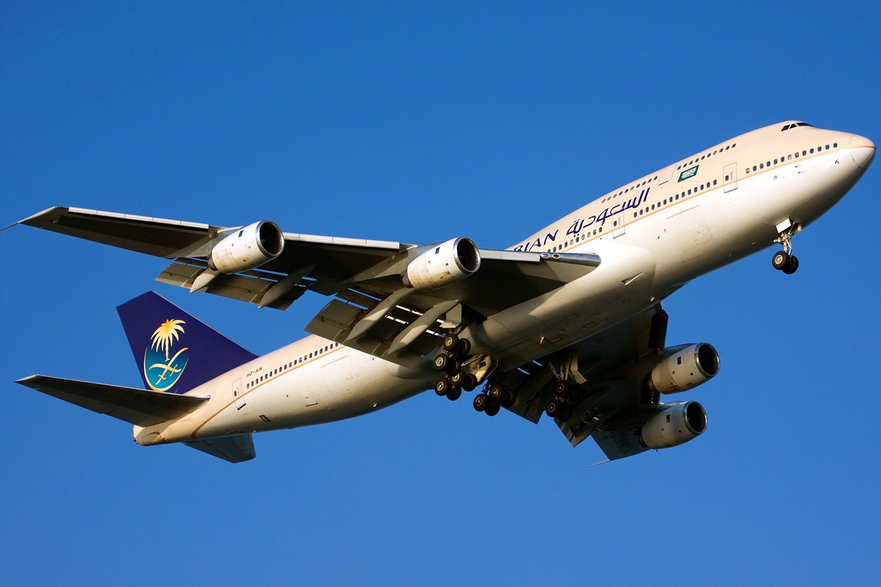 Re:[原创]没有主题,杂图一大堆(内附新航空姐照片) BOEING B747-300 HZ-AIK Singapore SINGAPORE CHANGI