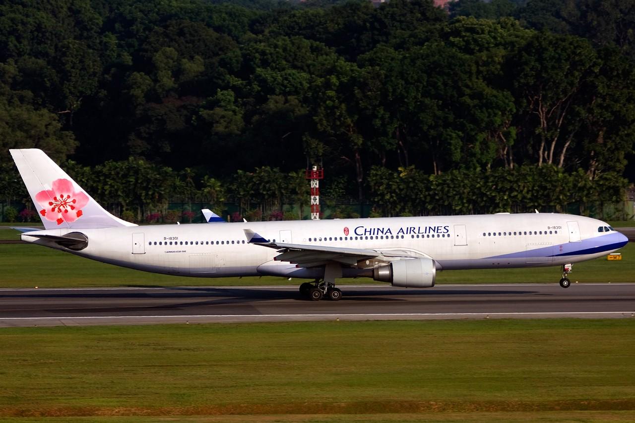 Re:[原创]没有主题,杂图一大堆(内附新航空姐照片) AIRBUS A330-300 B-18301 Singapore SINGAPORE CHANGI