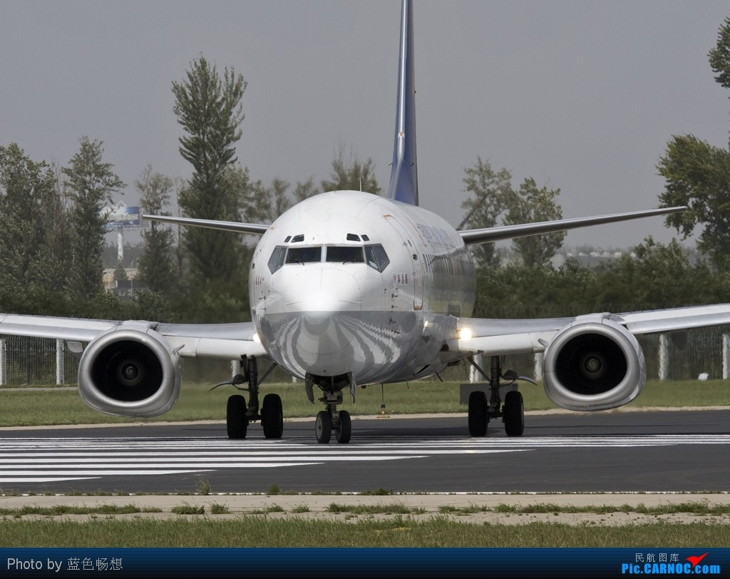 [原创]<绝世痴飞>海航集团现在真是一个庞大的帝国,不过涂装常见如下,也算惊鸿一瞥 BOEING 737-400 B-2989 中国北京首都机场