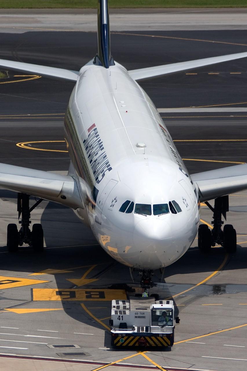 Re:[原创]不多见的机型——几张新航345照片 AIRBUS A340-500 9V-SGA singapore