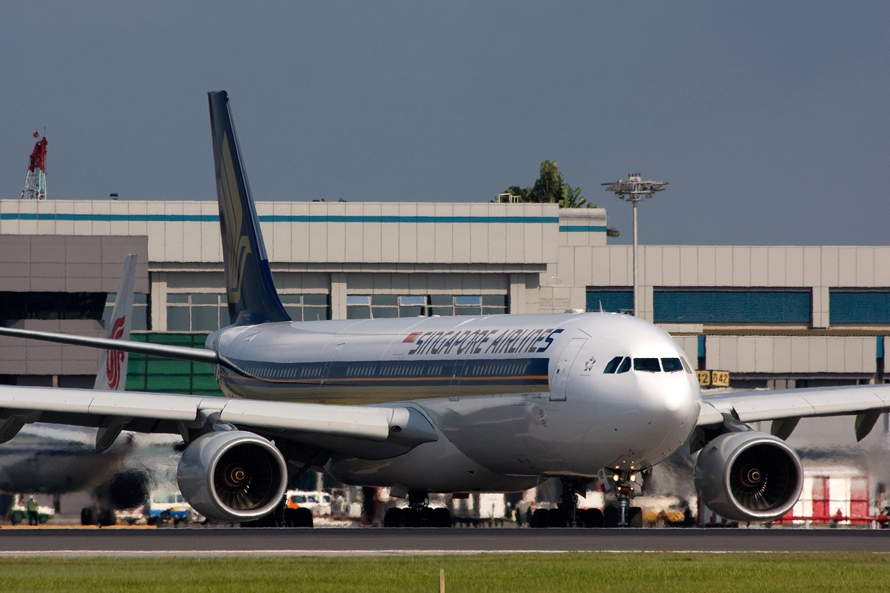 Re:[原创]不多见的机型——几张新航345照片 AIRBUS A340-500 9V-SGB singapore
