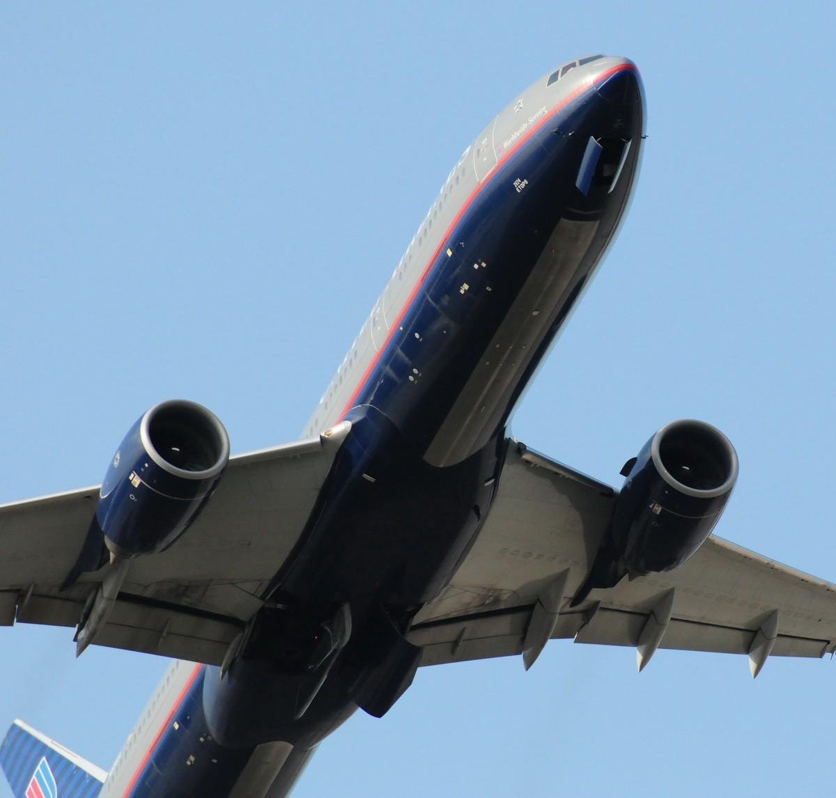 Re:坐镇首都中跑观景台 享受蓝天下的肚皮舞! BOEING 777-200 N224UA 中国北京首都机场