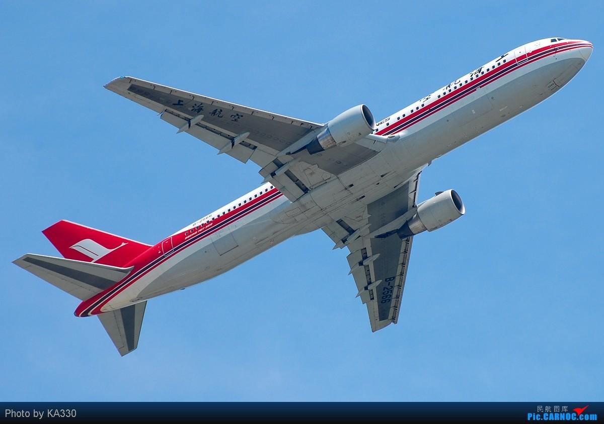 飞向PVG,飞向SHA BOEING 767-300 B-2566 中国香港赤鱲角国际机场