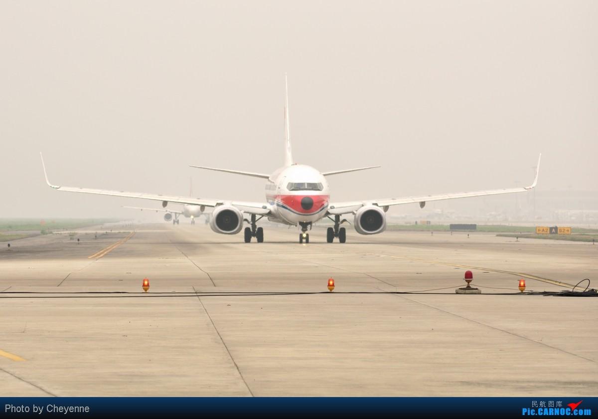 Re:[原创]管它天有多烂,多阴,多雾,打机还是得进行的!!! BOEING 737-700 B-5242 中国成都双流机场