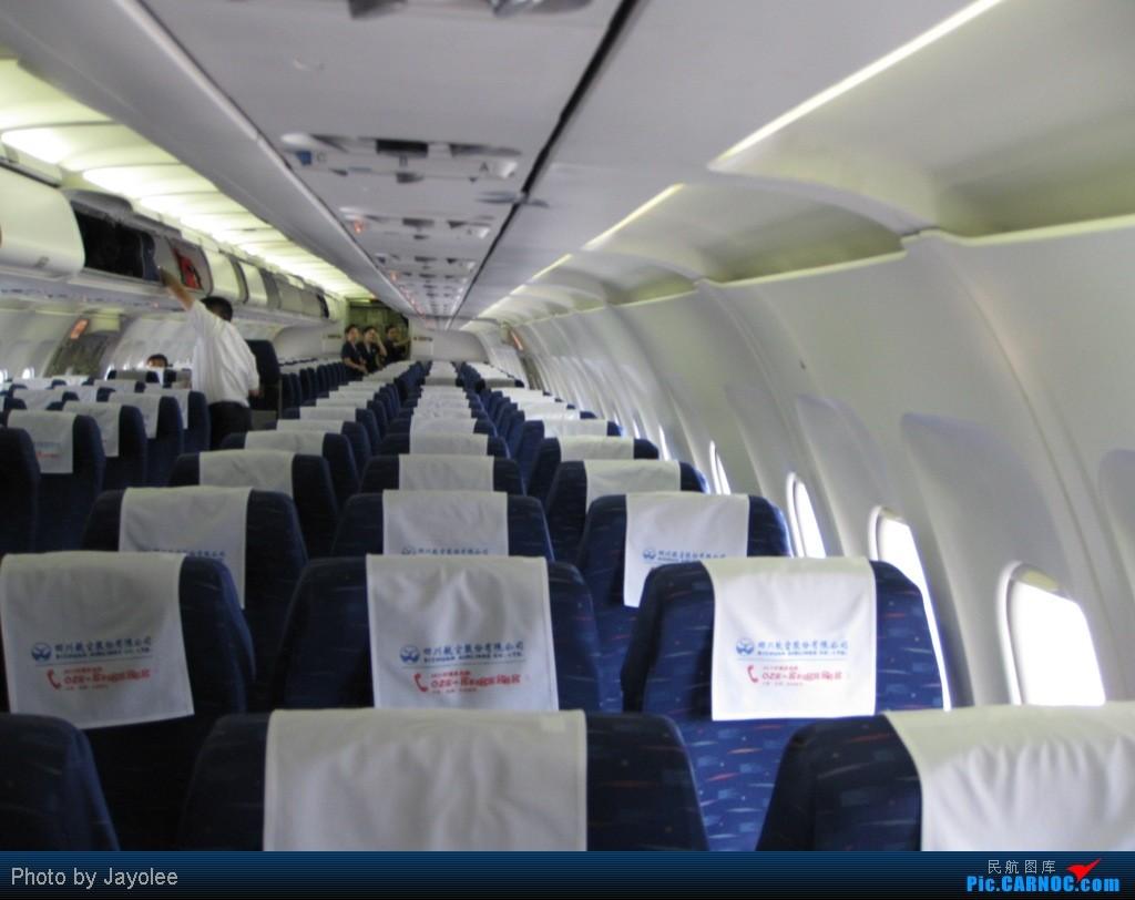 此次旅程是6月24日开始的,由于各种原因今日才发对不起各位看官。呵呵,本来是去丹东表妹那玩,但是由于是飞友么,就先绕道去邯郸乘坐华夏CRJ到大连拍机。然后到了青岛转道天津到沈阳为了体验据说亚洲民用航空唯一的两架CRJ700之一,后从沈阳直接体验东北小老虎回山东青岛。有点复杂了哈,呵呵,飞友么,为飞而飞也值得。 首先,送上邯郸机场全貌,呵呵,好像这个机场全貌我还是首发。