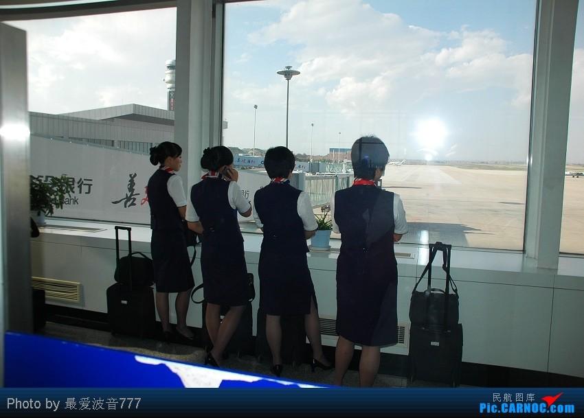 Re:[原创]09夏秋回乡,返蓉记录 CZ+MU+CA体验国内航空三巨头 AIRBUS A319-100 B-6044 中国兰州中川机场  空乘