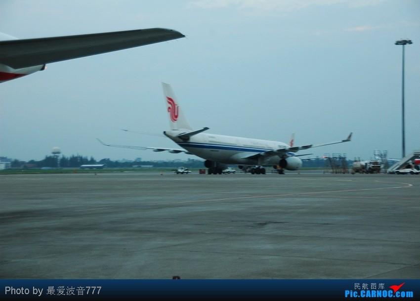 Re:[原创]09夏秋回乡,返蓉记录 CZ+MU+CA体验国内航空三巨头 AIRBUS A330-200 B-6070 中国成都双流机场
