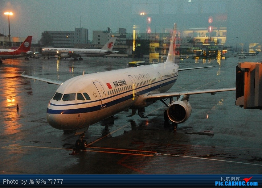 Re:[原创]09夏秋回乡,返蓉记录 CZ+MU+CA体验国内航空三巨头 AIRBUS A321 B-6599 中国成都双流机场