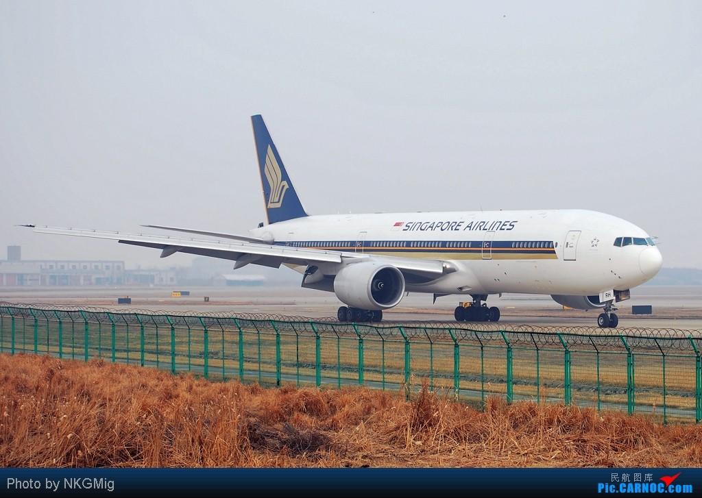 """Re:[原创]<绝世痴飞>好久没有发图了,突然发现自己已经""""777""""了,772大肆庆祝一下! BOEING 777-200 9V-SRH 中国南京禄口机场"""