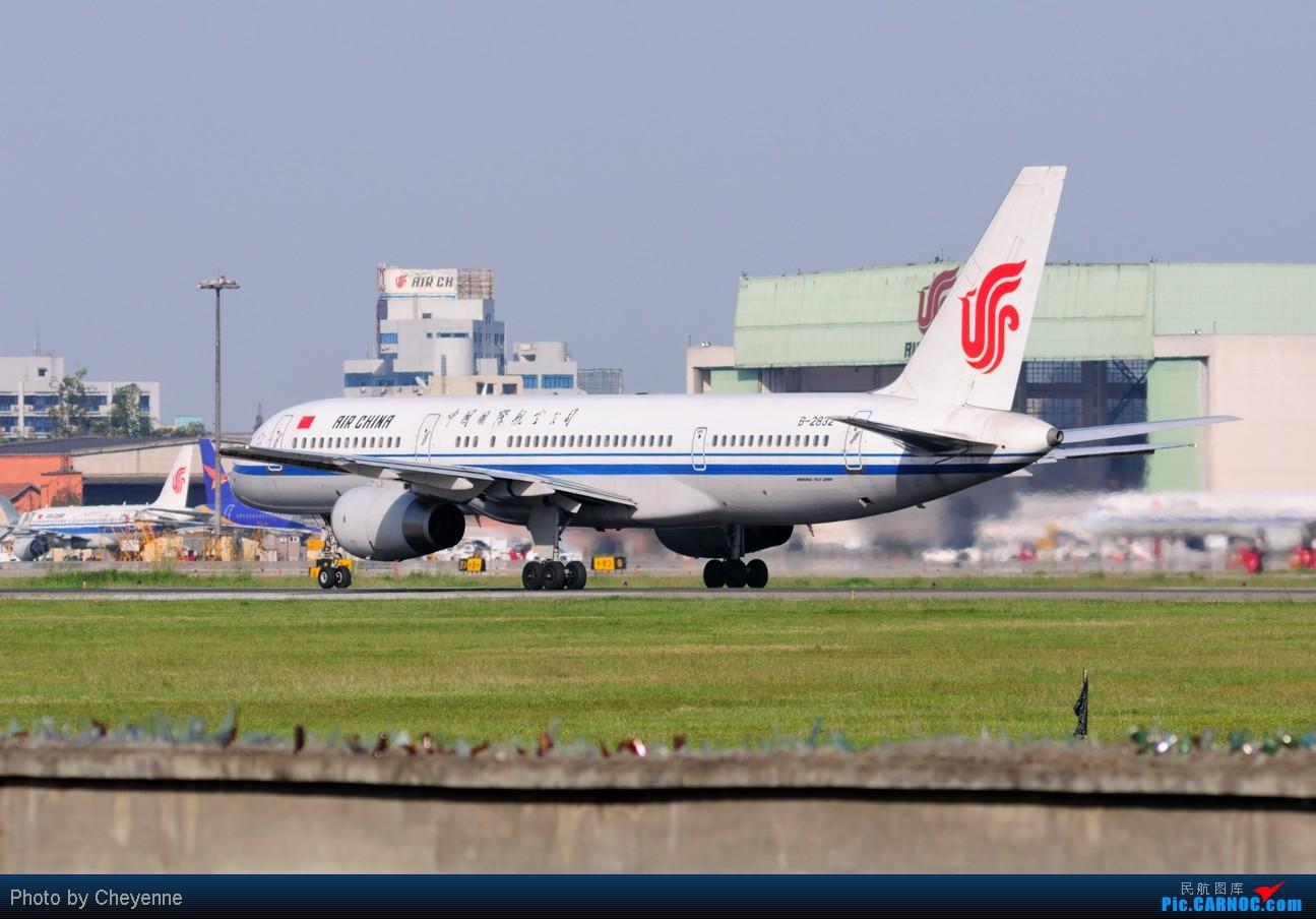 Re:[原创]晴空万里贺佳节,婵娟金凤舞双流! BOEING 757-200 B-2832 中国成都双流机场