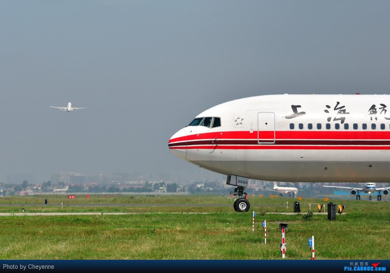 Re:[原创]晴空万里贺佳节,婵娟金凤舞双流! BOEING 767-300 B-2500 中国成都双流机场