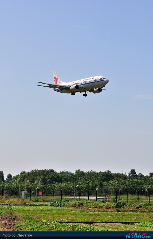 Re:[原创]晴空万里贺佳节,婵娟金凤舞双流! BOEING 737-300 B-2957 中国成都双流机场