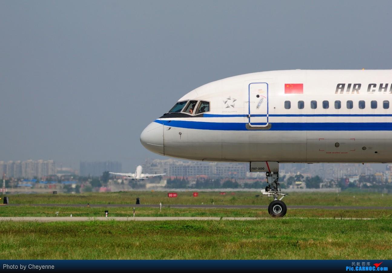 Re:[原创]晴空万里贺佳节,婵娟金凤舞双流! BOEING 757-200 B-2836 中国成都双流机场