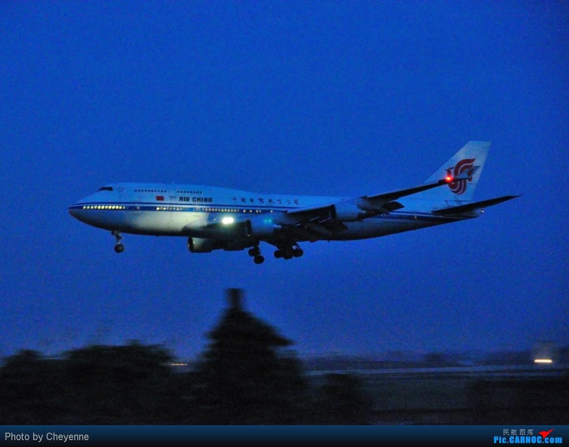 Re:[原创]晴空万里贺佳节,婵娟金凤舞双流! BOEING 747-400 B-2460 中国成都双流机场
