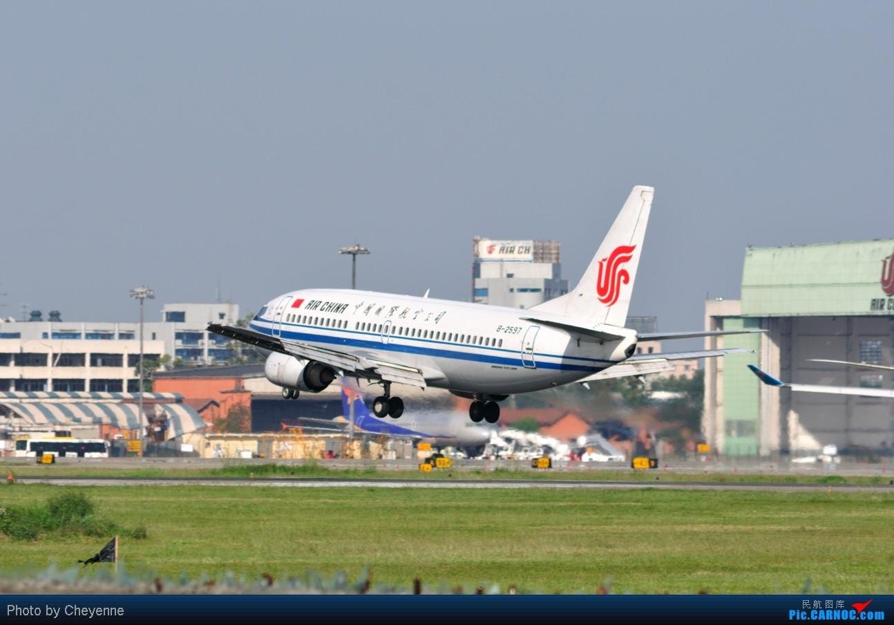 Re:[原创]晴空万里贺佳节,婵娟金凤舞双流! BOEING 737-300 B-2597 中国成都双流机场