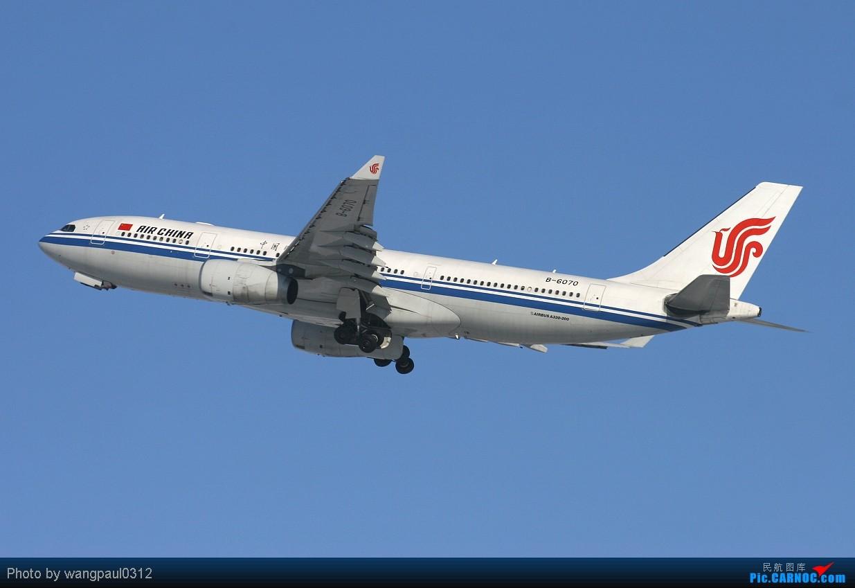 Re:[原创]当时那架飞机离我的相机只有0.1公里时发现相机没装存储卡,但是四分之一炷香之后,这架飞机被我彻底的拍了下了,因为我做了一个惊人的举动 AIRBUS A330-200 B-6070 中国北京首都机场  机务