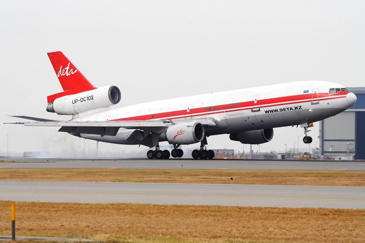 [原创]香港政府飛行服務隊的開放日, 顯然我沒有理會到主人家 MCDONNELL DOUGLAS DC-10-40F UP-DC102 中国香港赤鱲角国际机场