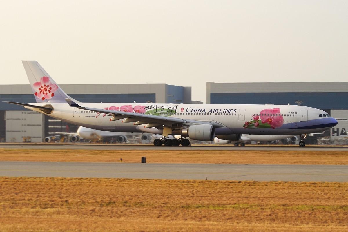 Re:[原创]香港政府飛行服務隊的開放日, 顯然我沒有理會到主人家 AIRBUS A330-302 B-18305 中国香港赤鱲角国际机场