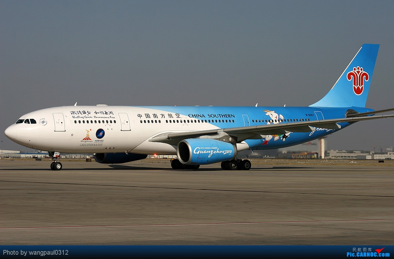 南方航空2010年亚运会涂装彩绘机亮相首都机场 airbus a330-200 b-60图片